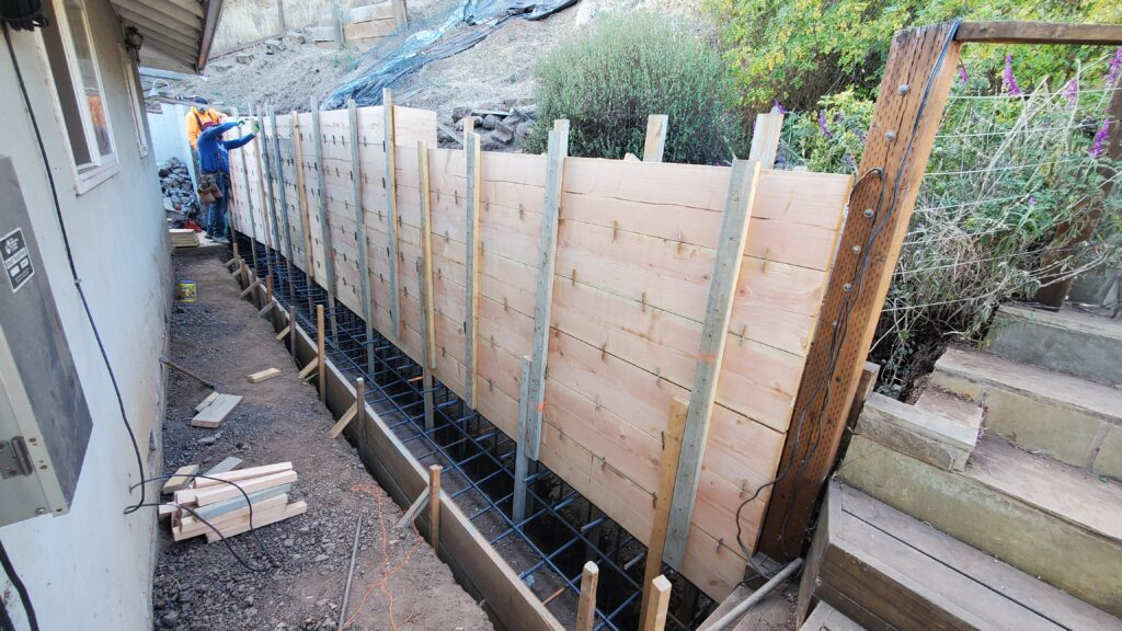 How to form concrete retaining wall