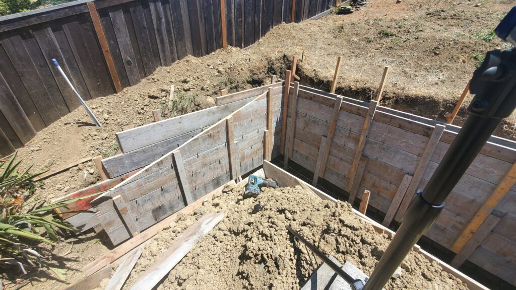 How to form a concrete retaining wall